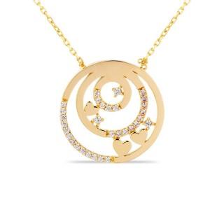 Colar de ouro com detalhe em forma de círculo e 3 corações